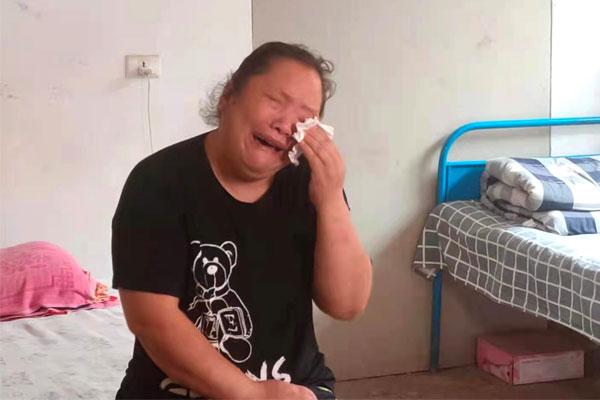 冯姝雅的妈妈泣不成声